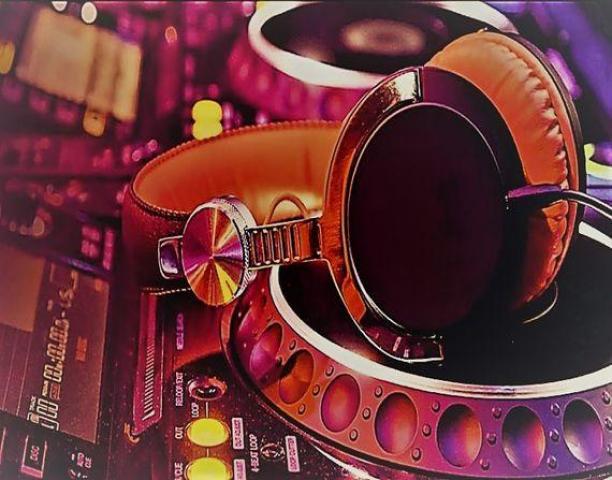 Custom DJ Company - DJ Hire Auckland